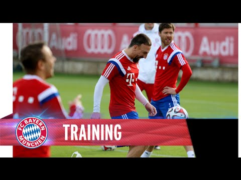 Run, dribble, shoot - FC Bayern training with lots of goals